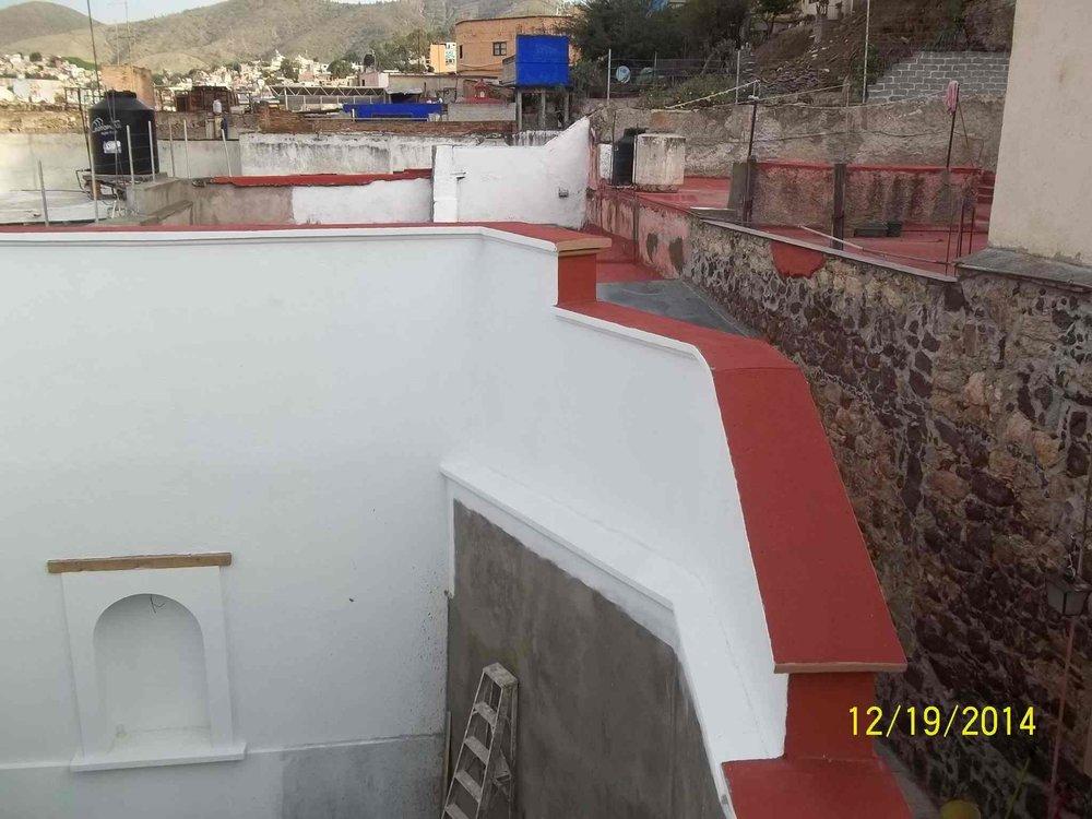 Muro posterior después de implementar el protocolo de restauración del INAH. Observen que el nicho en la parte posterior izquierda fue restaurado.