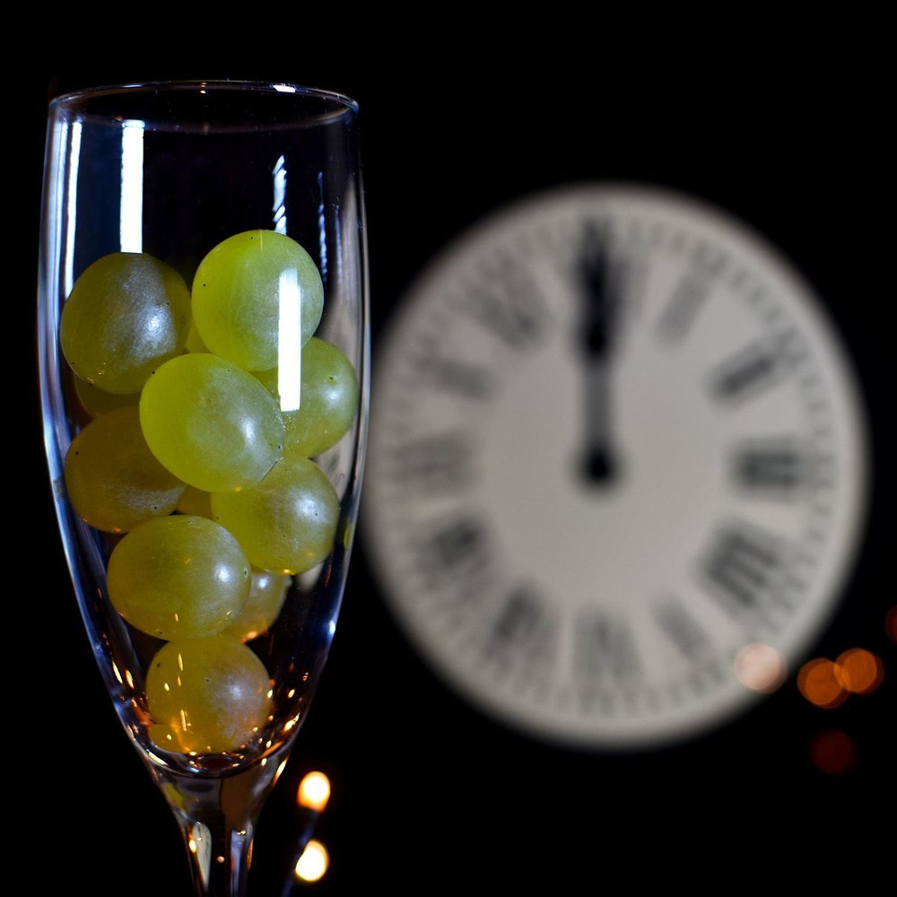 New-Years-Eve-Traditions-Twelve-Grapes-Of-Luck-Spain.jpg