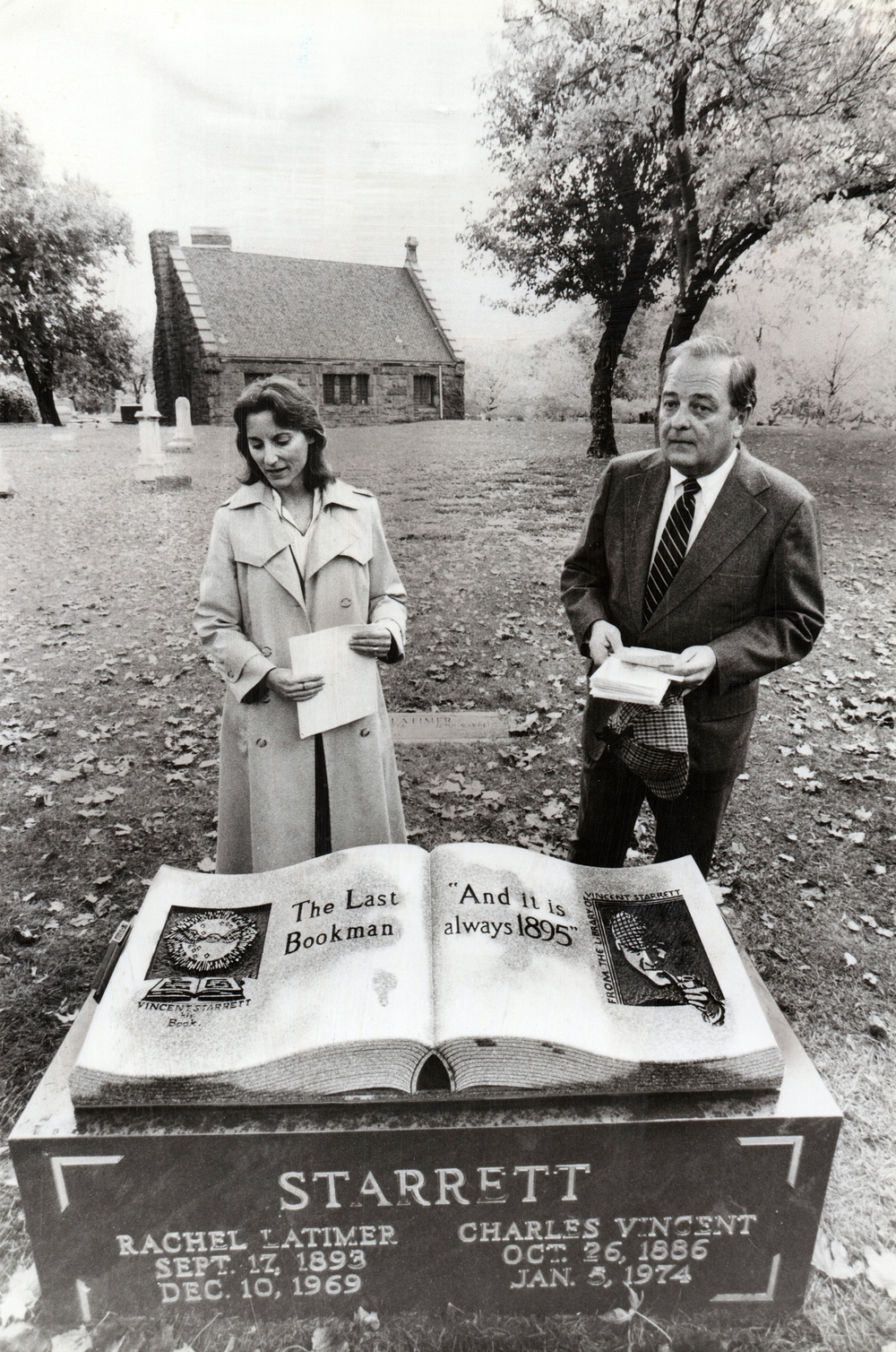 Laura Page and Robert Mangler at the Oct. 26, 1986 dedication of the Vincent Starrett headstone. Photo by Tom Cruze for the Chicago Sun-Times.