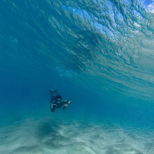 The best part is being able to open your eyes and see everything clearly . . 📸: @jasonyokoboskysurf . . #hawaii #ocean #photography #diving #free #swim #northshore #oahu
