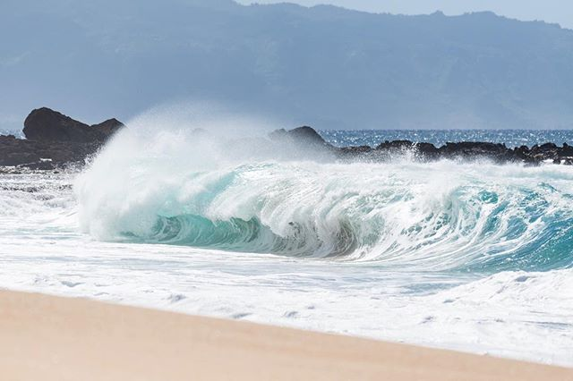 Could really go for some #shorebreak again!! . . #nikon #d800 #ocean #hawaii #northshore #waves #photography