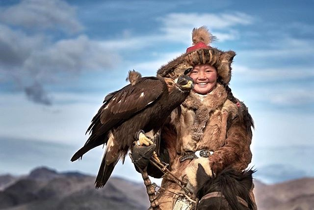 Meet Aisholpan, a brave little girl who became the first eagle huntress to win the Golden Eagle Festival at the age of 13. #eaglehuntress #eaglehunt #huntingwitheagle #Mongolia #TravelMongolia