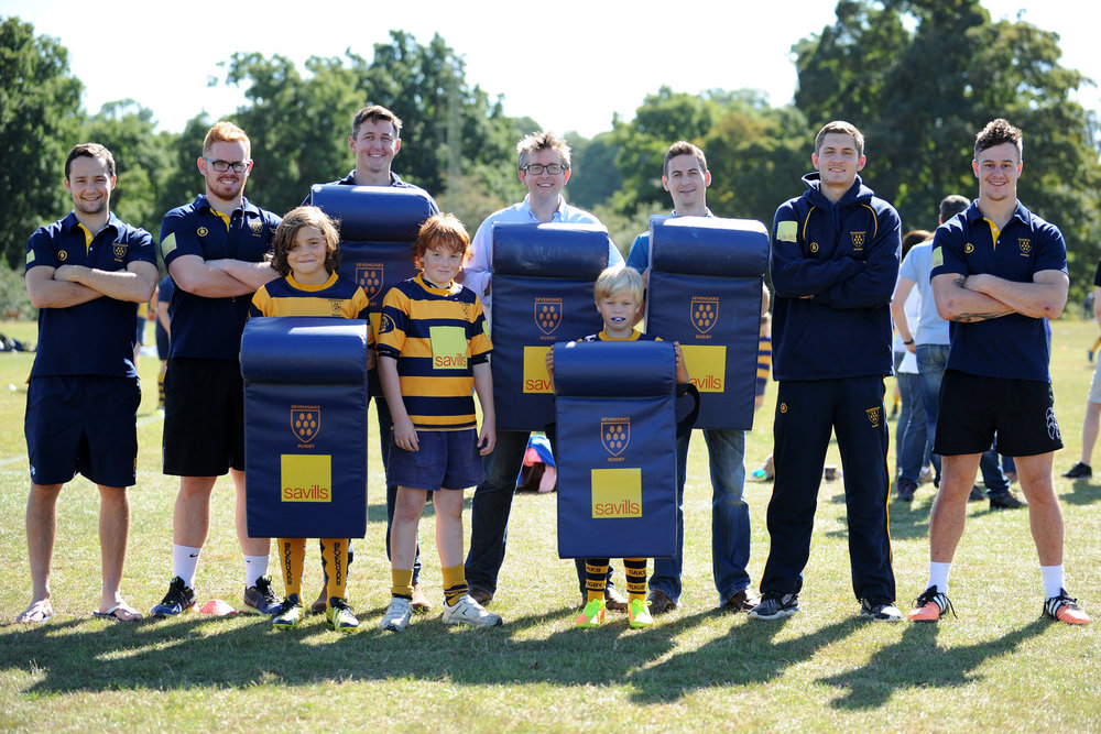 Head Coach Adam Bowman (second from left) is joined by members of the Senior Squad, the juniors and minis as well as main Club sponsors Savills at the Savills Family Membership Day, which saw over 600 minis and juniors train at the Paddock