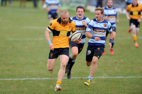 Winger Jonny Short races away for his second try. Photo Credit: David Purday