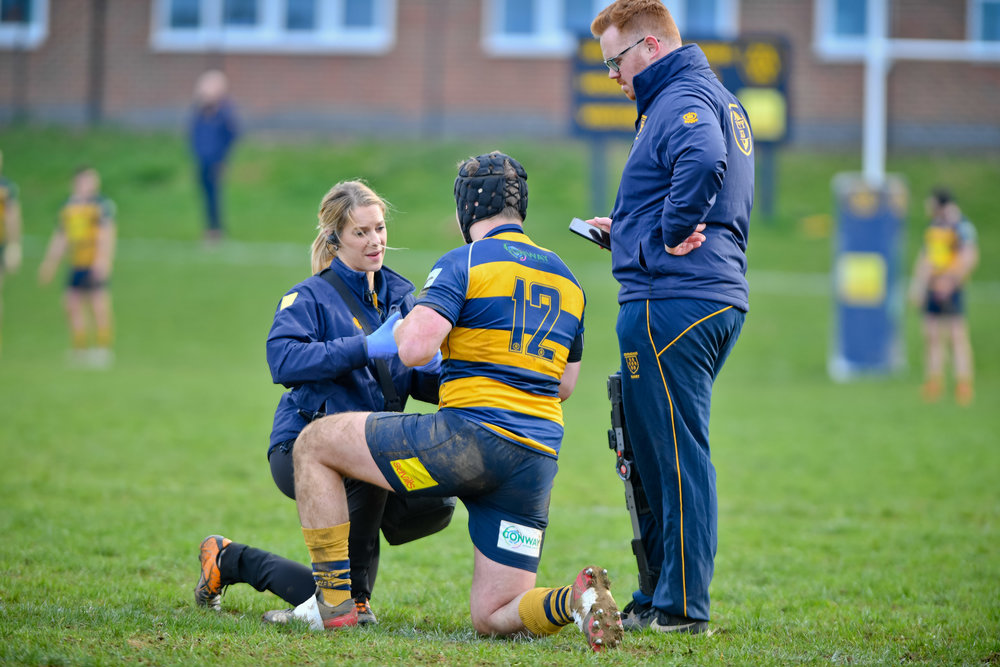 Oaks physio Vicky Di Placito attends to an injured Oaks player during the 1st XV match against Havant RFC. Photo Credit: David Purday