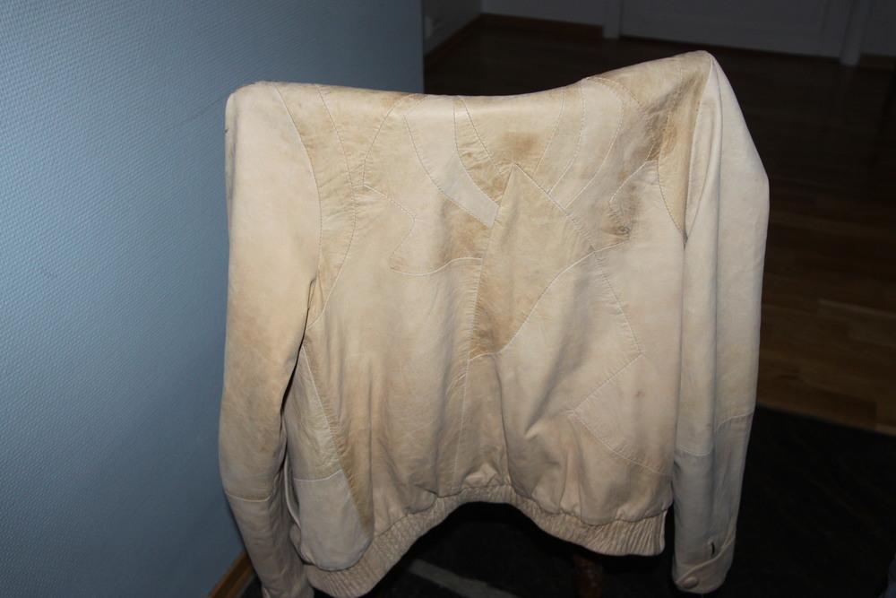 Ryggen på skinnjakken (før den ble vasket) Digger detaljene på ryggen!