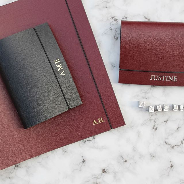 Plan and organise your days beautifully with our collection of handmade leather diary organisers. Available in black, silver, gold, white and red // #MYFOLIO - - - - #diary #organiser #filofax #personalisedgiftideas #personalisedgifts #customgifts #madeinengland #madeinlondon #madeinuk #leather #leatherportfolio #leatherorganiser #leatherdiary #photography #marble #portfolio