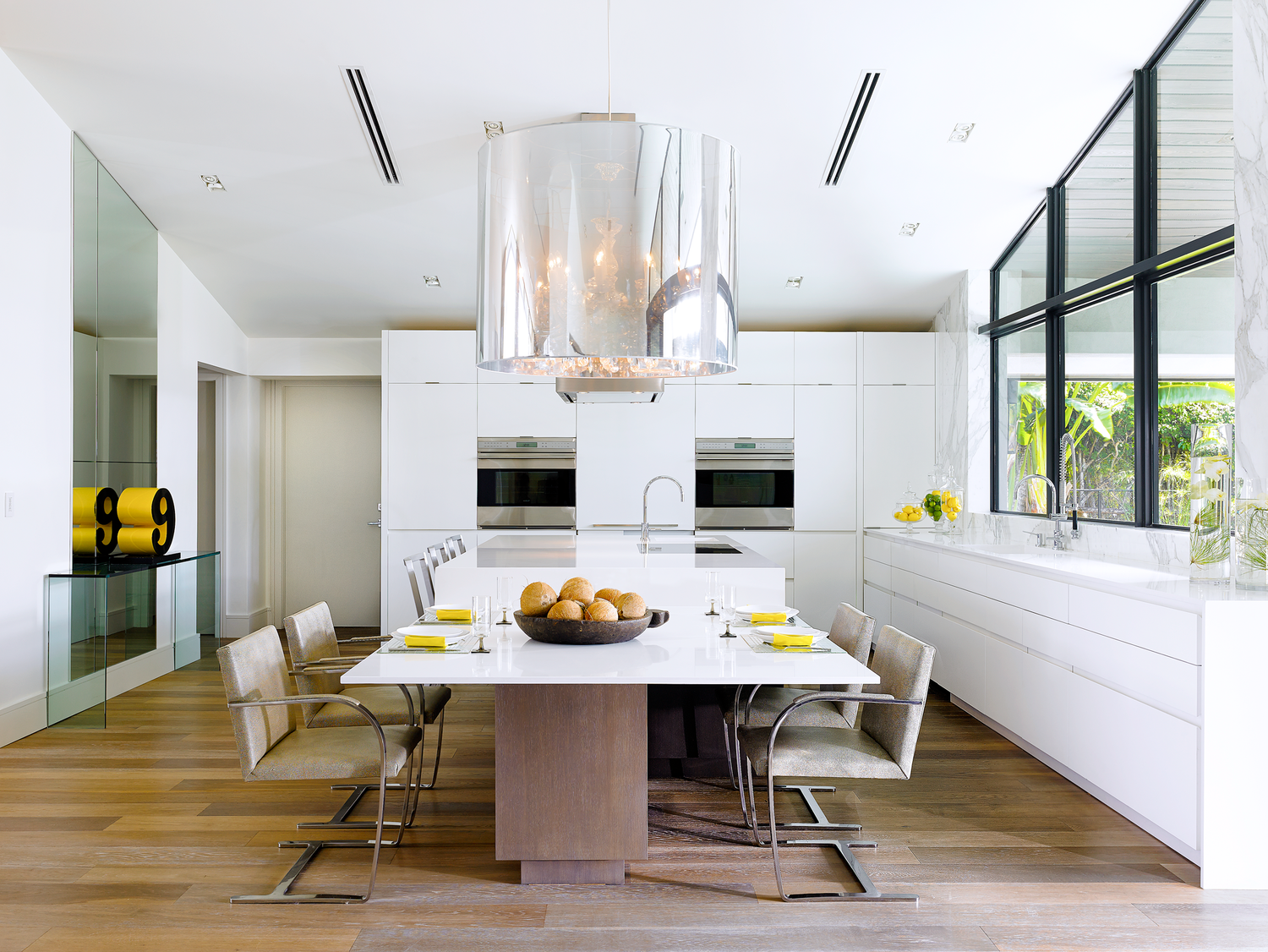 Fresh flowers add a splash of colour to this dining space from houzz - Houzzcom Kitchen Islands Houzz Quotkitchen Confidential 11 Islands With Furniture Stylequot