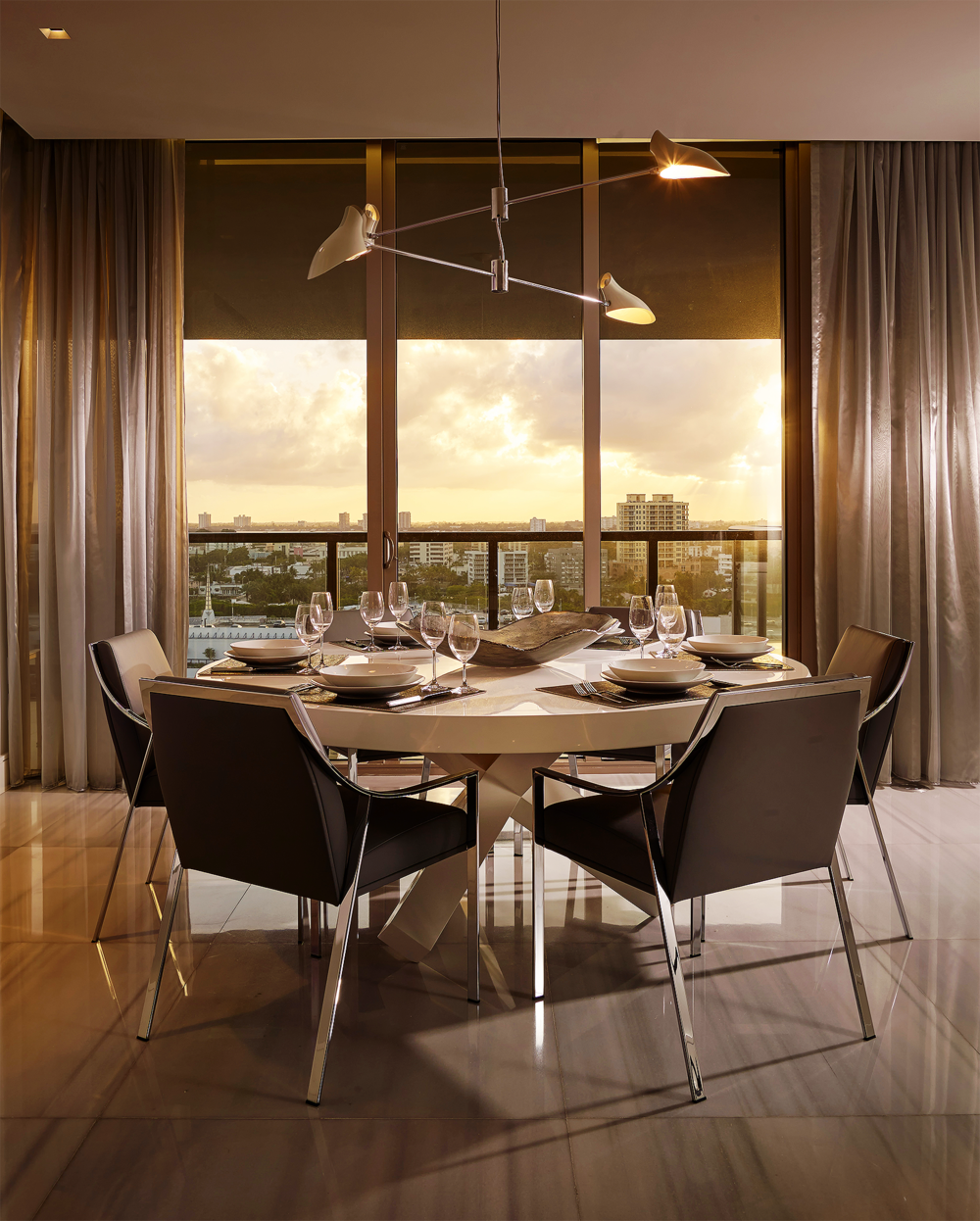 StRegis-1103s_Dining-sunset-vertical.png