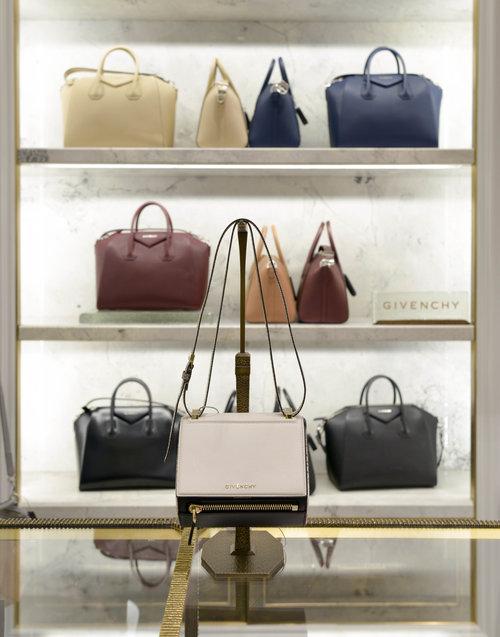 BergdorfGoodman_Handbags_LaurenLCaron