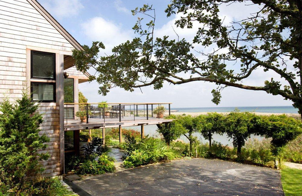NORTH SHORE OAK BLUFFS HOME