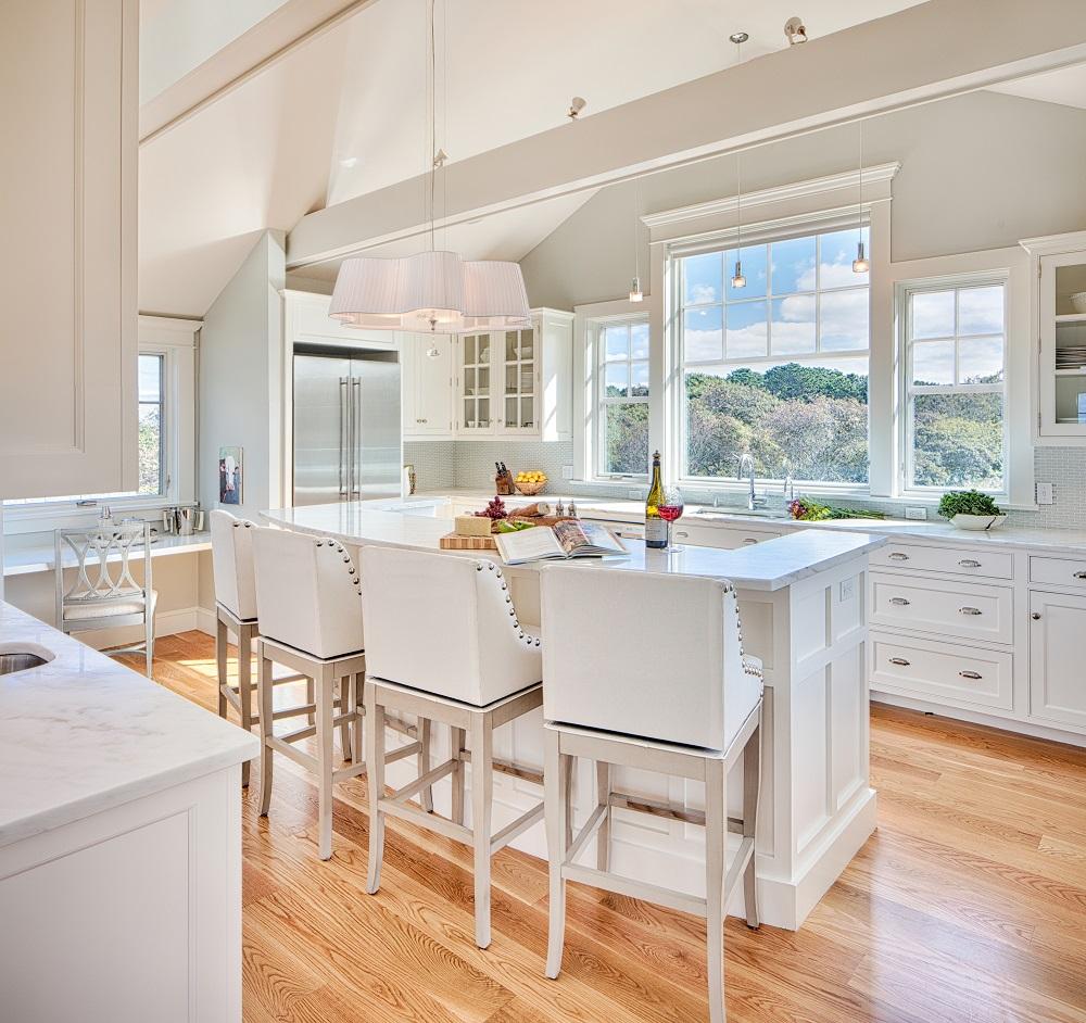 Kitchen2 w. stools.jpg