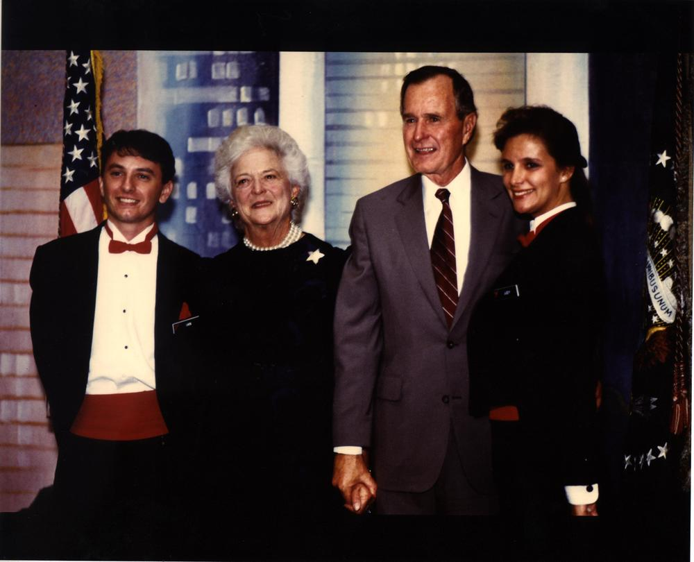 Par Excellence members pose with former US President George H.W. Bush and Barbara Bush.
