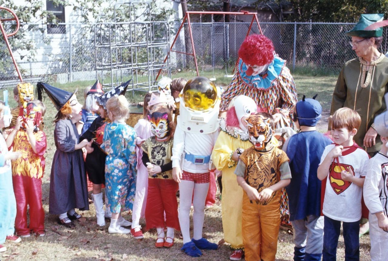 hollyhocksandtulips: Halloween, 1970 HAPPY HALLOWEEN!