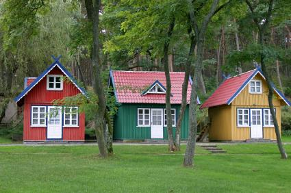 three-tiny-houses-community.jpg