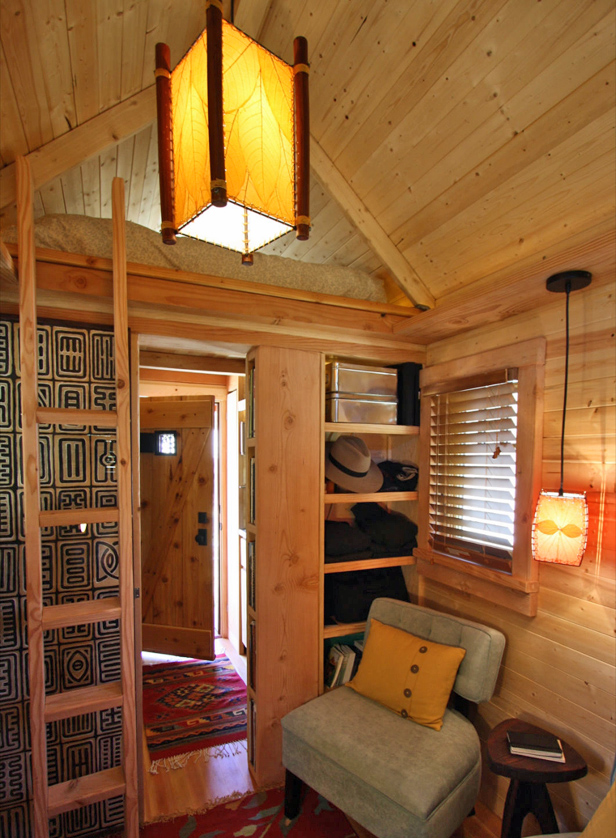 Tiny-Houses-Box-Bungalow-Living-Room.jpg