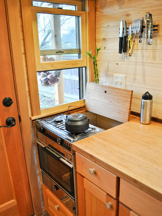 CI Tammy_Strobel Rowdy Kittens_Tiny House Kitchen_s3x4_lg