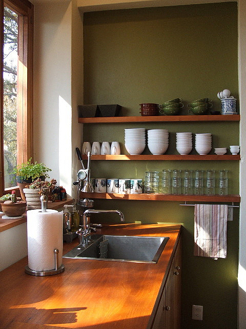 open_shelves_kitchen.jpg