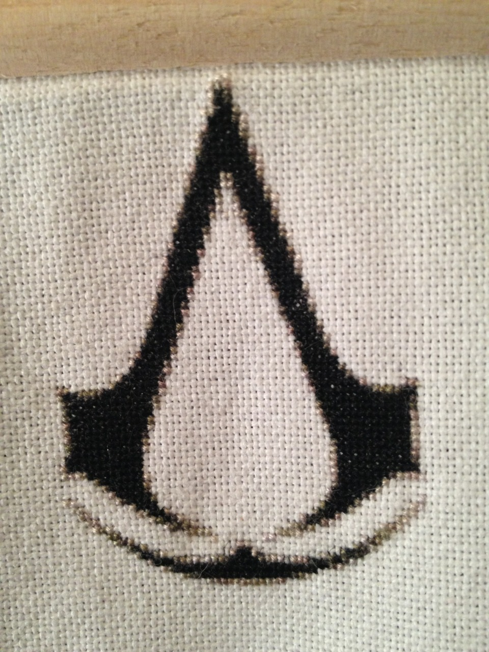 Day 21: Back to stitching…    So after about a week, I'm back to stitching. I was hoping that I'd finish the insignia and move back to the hood, but alas… no.    It is still looking good.    Also, I am very pleased with the amount of Ratonhnhaké:ton / Connor Kenway love from a previous post. I really like him and was quite pleased with the likes and reposts. I feel like there was too much backlash regarding him, and I found it was very unfounded. I love how he carried himself and the voice acting by Noah Watts was superb.    So here's to Ratonhnhaké:ton / Connor Kenway… hopefully we will be able to see him again…