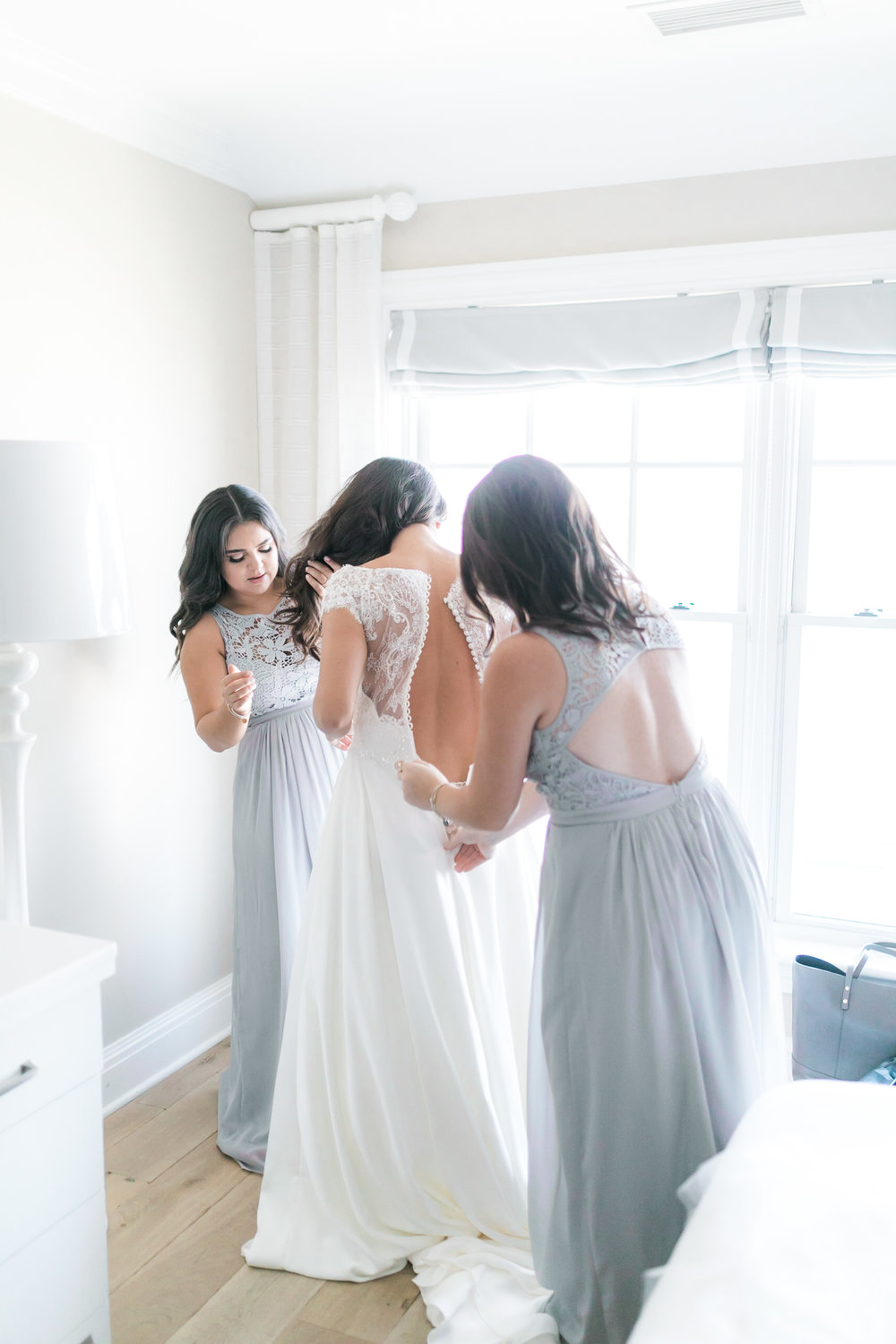 how to choose the best getting ready location for your wedding day