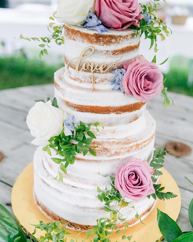 This naked cake at Marisa and Kyle's garden wedding was a perfect touch of natural lux. ⠀⠀⠀⠀⠀⠀⠀⠀⠀ #bestbrothersgardencenter  #weddinginspiration  #weddingcake #bestbrothers  #magdalenastudios