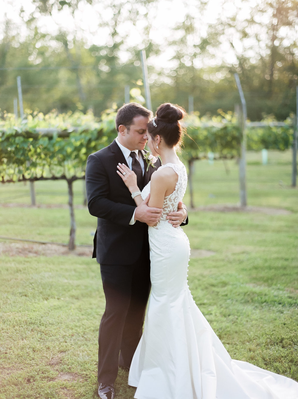 MagdalenaStudios_WeddingPhotographer_WillowCreekWinery_CarissaJoe-462.jpg