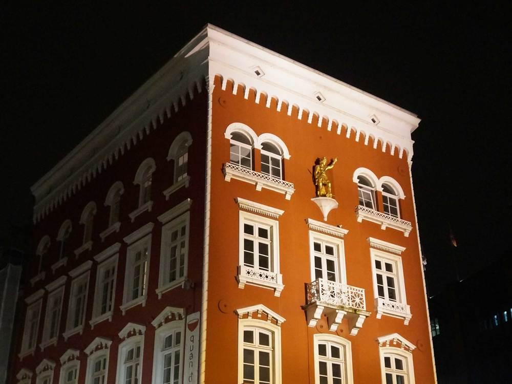 Red_Building.jpg