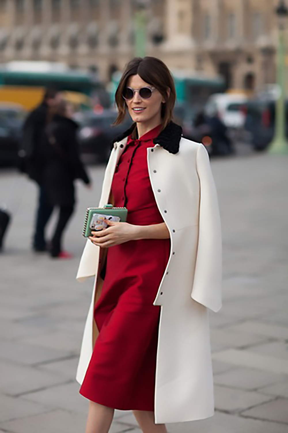 harpers bazaar paris street style 2013 28 of 192 jackets over shoulders 1500.jpg