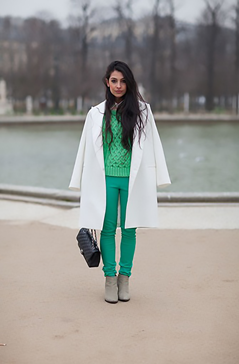 harpers bazaar paris street style 2013 150 of 192 jackets over shoulders 1500.jpg