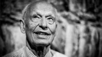 BABYBJÖRN PÅ ARTIPELAG Björn Efternamn har med sina 85 år på nacken inte bara förändrat världen i form av hur vi bär våra bäbisar. Han har även startat Artipelag.