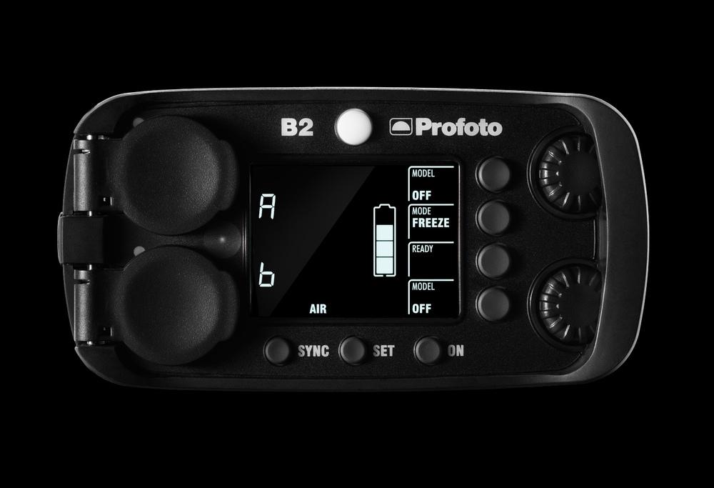 Toppvy över Profoto B2. Den ljusmässiga utmaningen ligger i att få fram form och känsla i knappar och vred.
