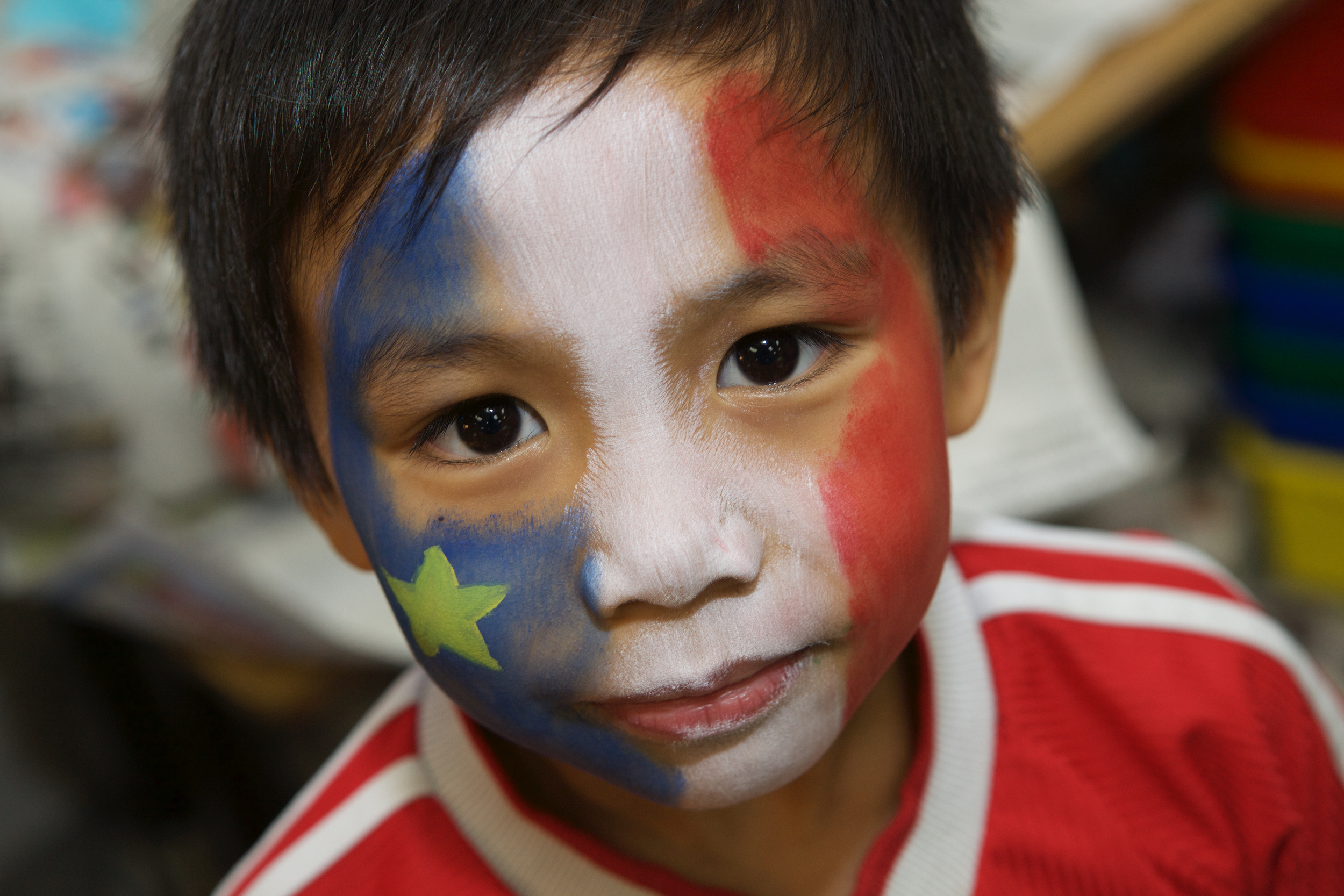 Face painting was part of the festival. One of my favourites was this little guy who choose to have the Acadian flag painted on his face. Nice one!
