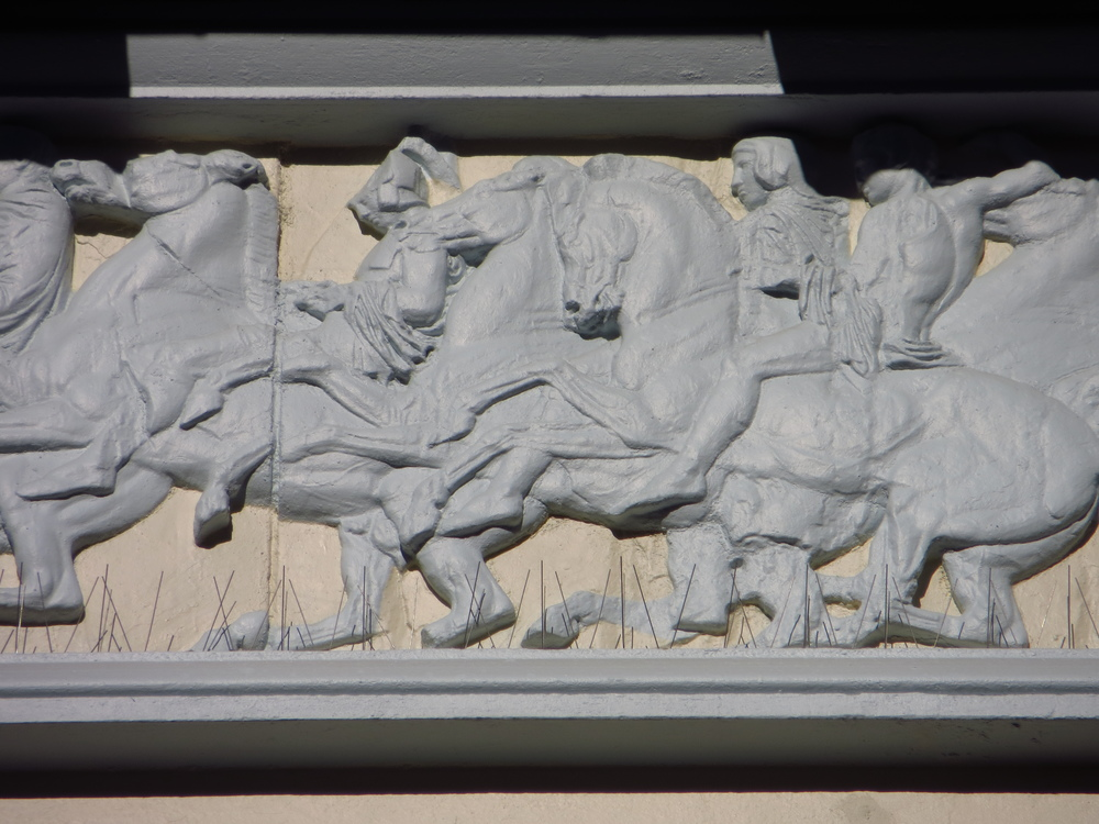 What's the difference between a frieze and a bas relief?