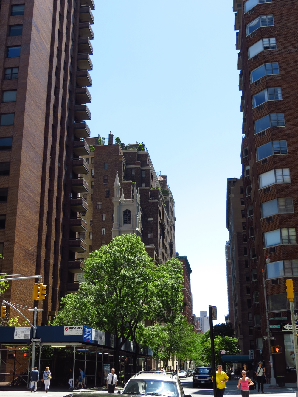 E 89th St