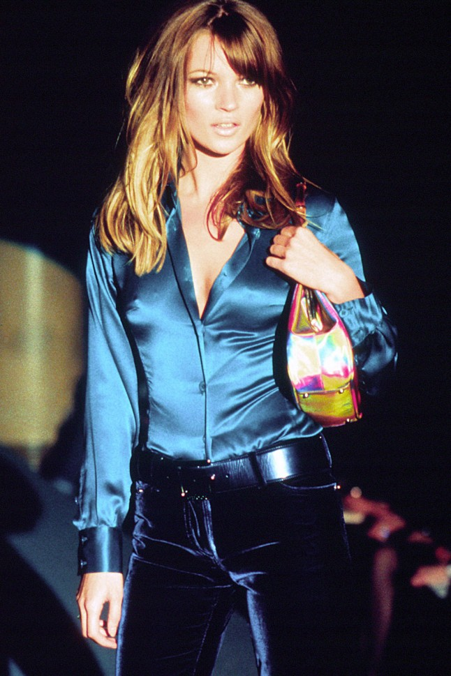 kATE MOSS WALKING THE GUCCI A/W 1995 SHOW