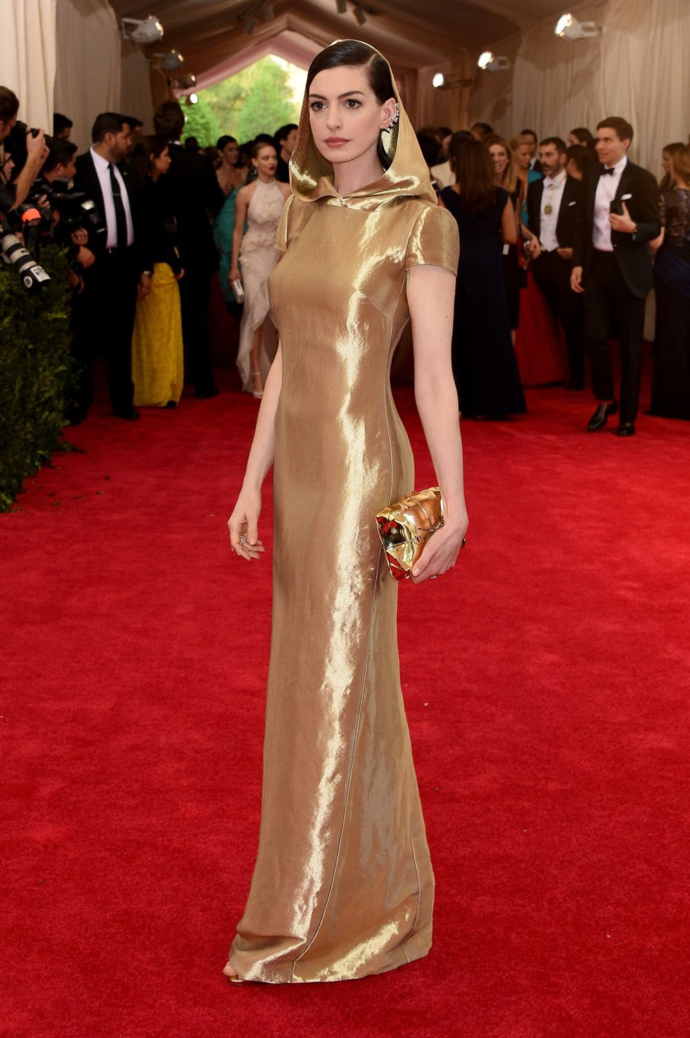 ANNE HATHAWAY in RALPH LAUREN with REPOSSI jewelry and a BENEDETTA BRUZZICHES clutch