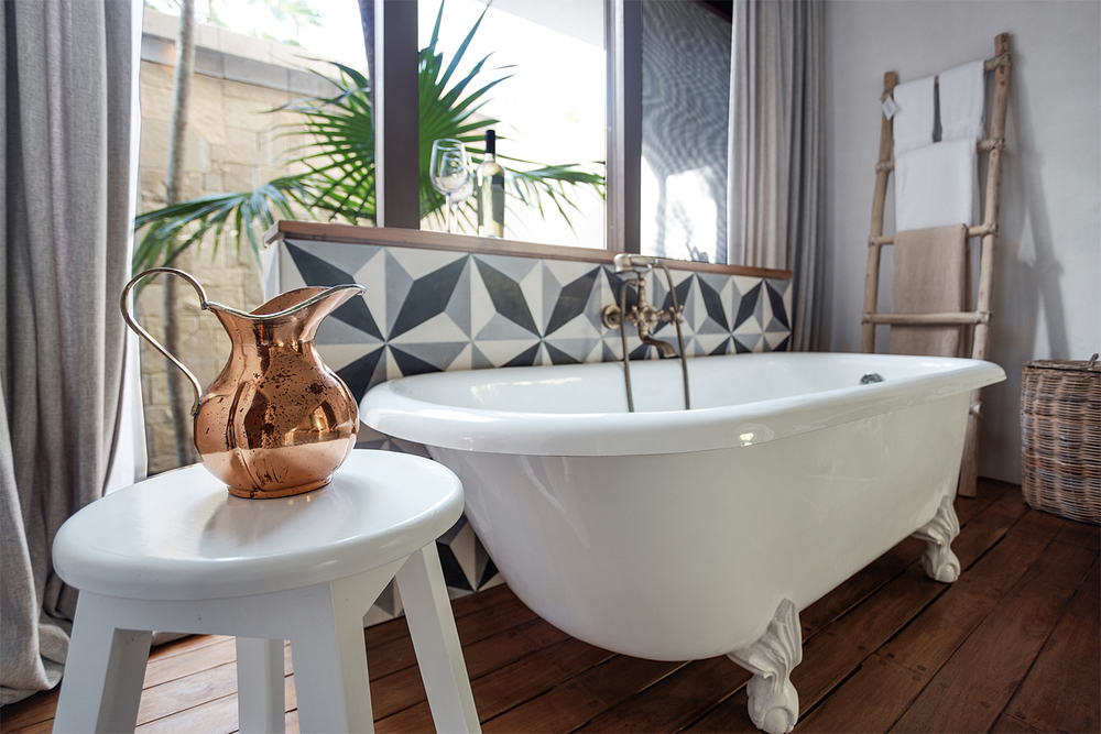 34_INTERIOR BATHTUB_JPG1500.jpg