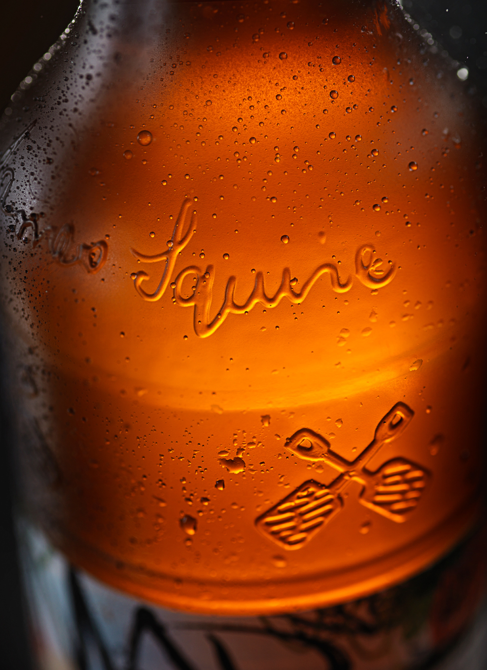 Mad_Brewers_Garden_De_Paradisi_Bottle_Detail_LR.jpg