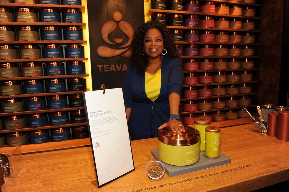 Oprah_Winfrey_with_her_NEW_Signature_Teavana_Oprah_Chai_tea_at_the_Teavana_Fine_Teas_+_Tea_Bar_(1).JPG