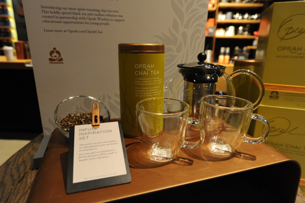 Teavana_Oprah_Chai_gift_set_at_Teavana_Fine_Teas_+_Tea_Bar_(4)_(1).JPG