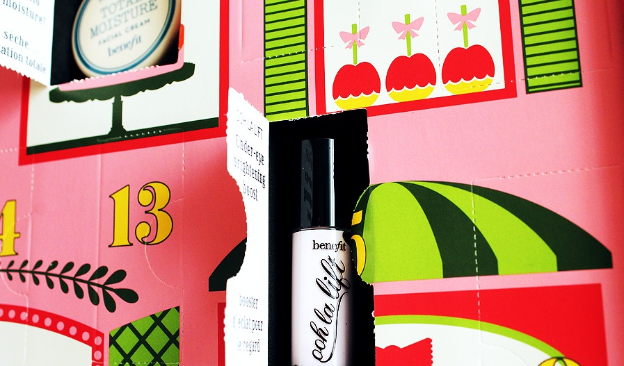 Benefit-Advent-Calendar_open-door_ooh-la-lift-mini.jpg