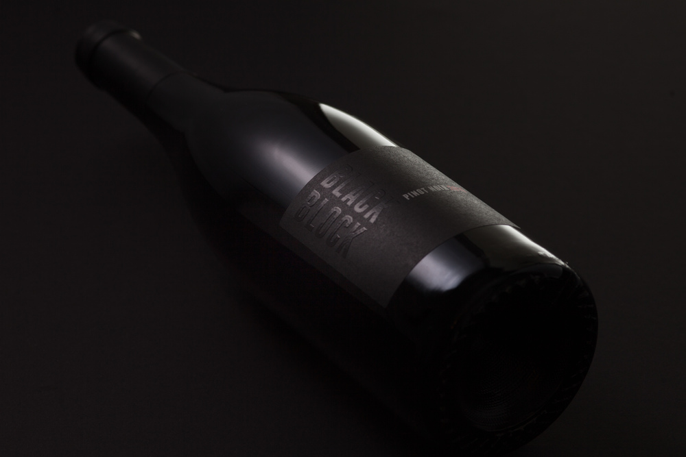 Black_Block_Pinot_Noir_2013_detail_black.jpg