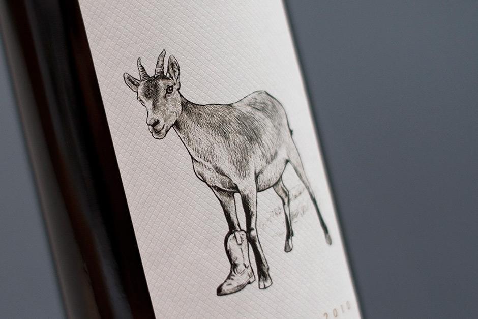 10-lacabraylabota-vino.jpg