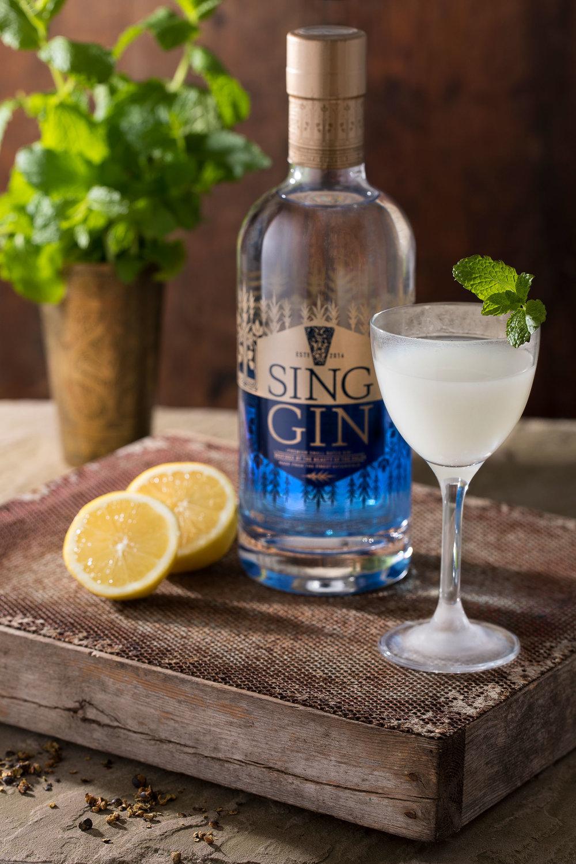SG_lifestyle_gin_lemons.jpg