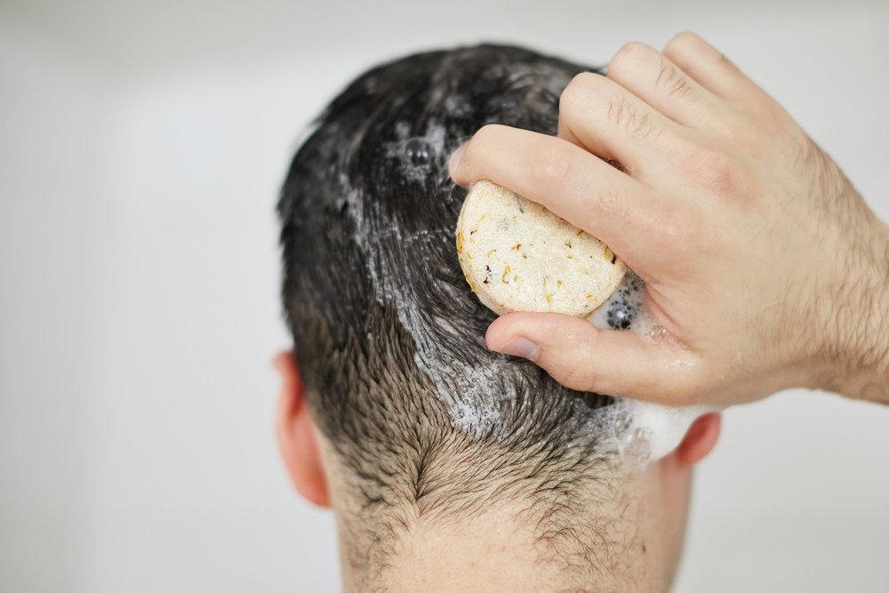soakandfloat-shampoobar-hero-stephen3_0.jpg