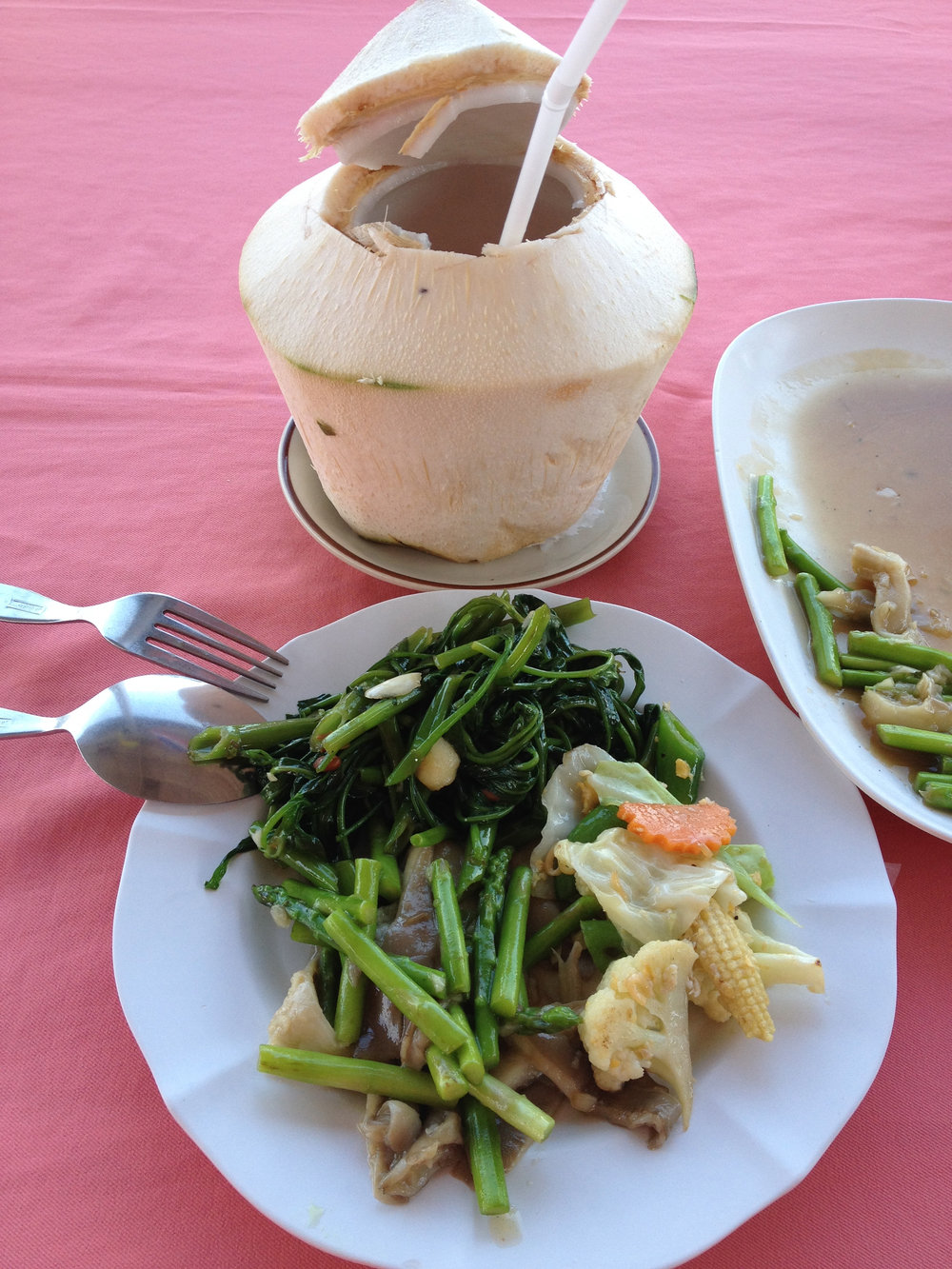 This was a lunch I had - full of greens, sauteed veggies and mushrooms. Because it was hot in Hua Hin, the fresh coconut water quenched my thirst, as well as providing me with nutrients and electrolytes (mother nature's energy drink)!