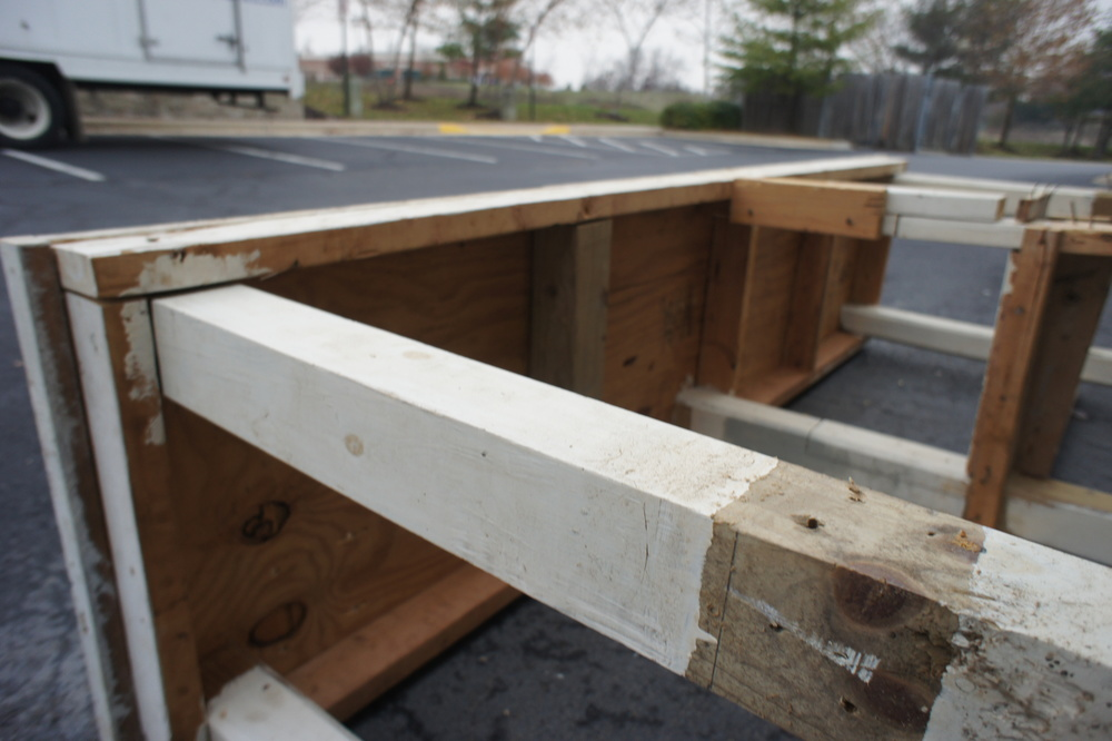 For this project, we are only reclaiming the 4x4 legs and the 2x4 stringers. Everything else can be scrapped.