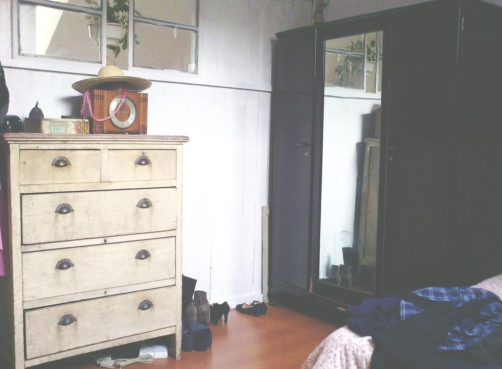 Bedroom, dresser.
