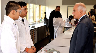 Sir Michael Wilshaw   during a Science Lesson