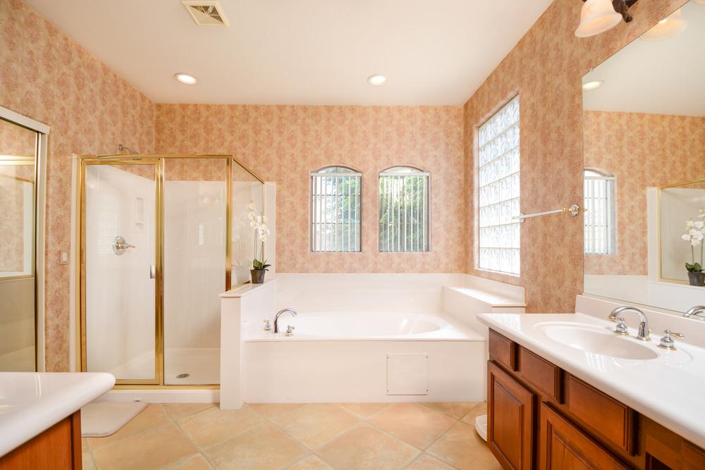 20- MASTER BATHROOM.jpg